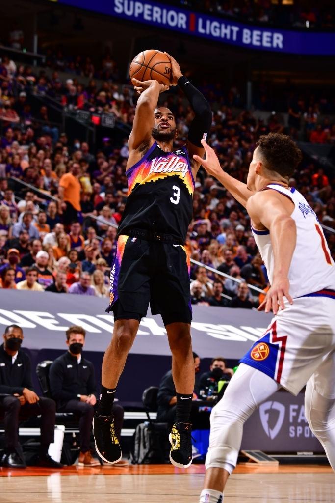 Lão tướng Chris Paul khiến MVP Nikola Jokic phải ngả mũ chịu thua - Ảnh 2.