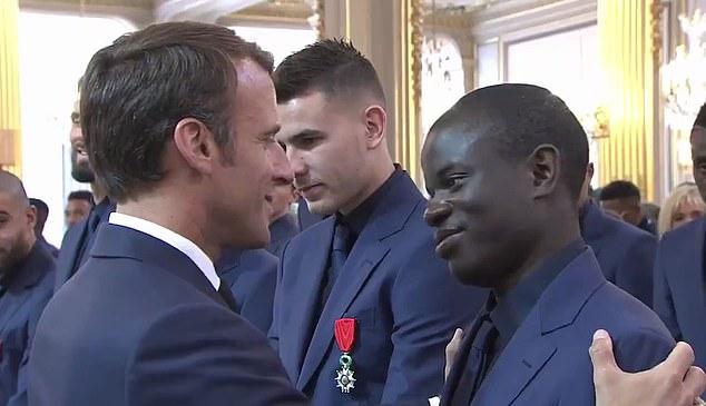 Tổng thống Pháp đặt niềm tin Kante giành Quả Bóng Vàng 2021 - Ảnh 3.