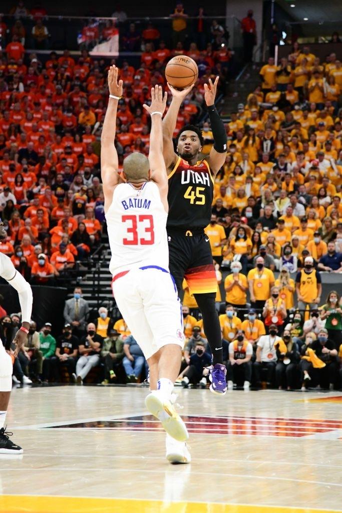 Utah Jazz vươn lên nắm thế thượng phong cùng kỷ lục ném ba điểm - Ảnh 1.