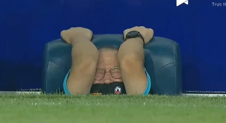 Fan Việt Nam chế ảnh cực gắt ĐT Malaysia sau trận thua thầy trò HLV Park Hang-seo - ảnh 6