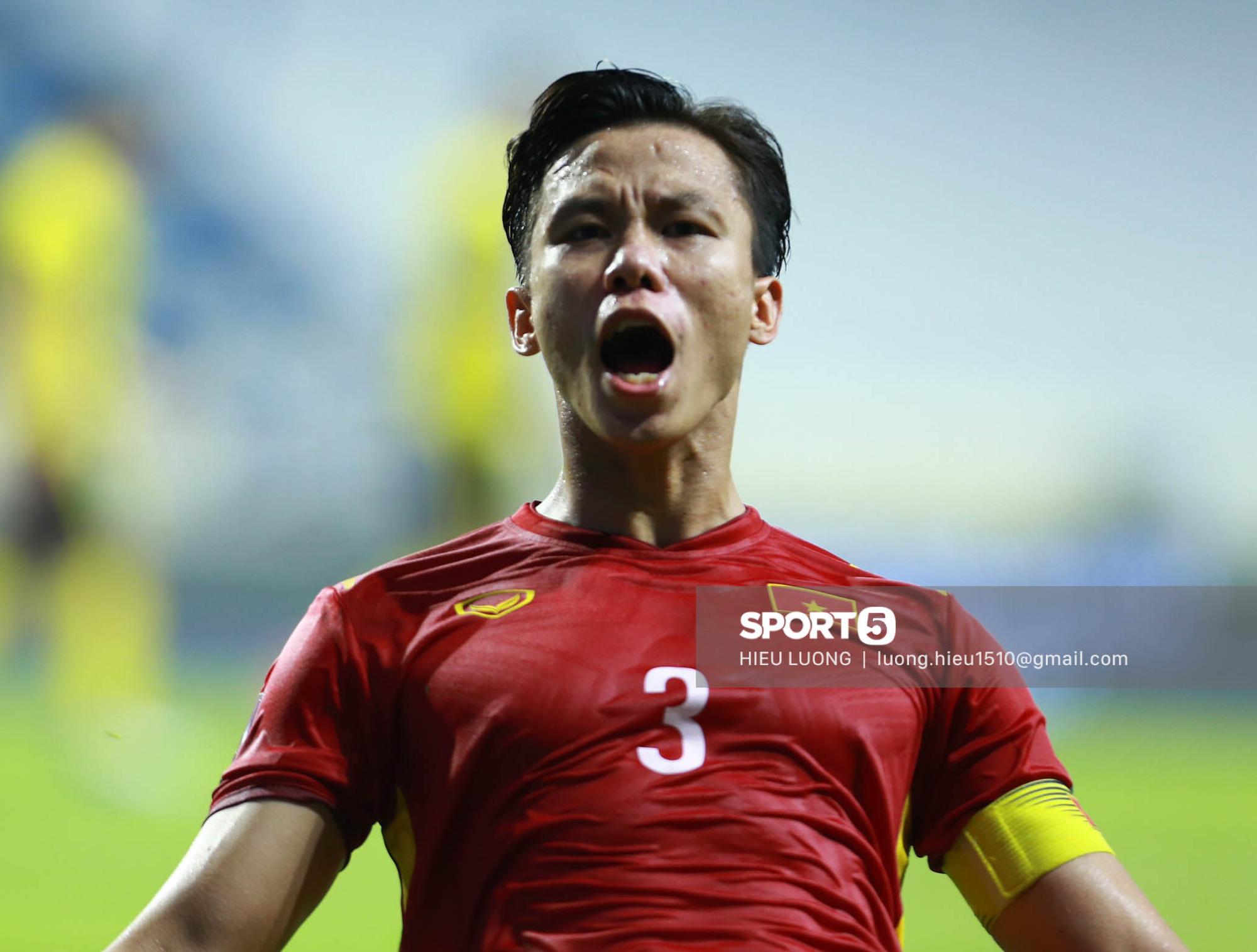 Chùm ảnh tuyển Việt Nam hân hoan với niềm vui chiến thắng Malaysia - ảnh 8