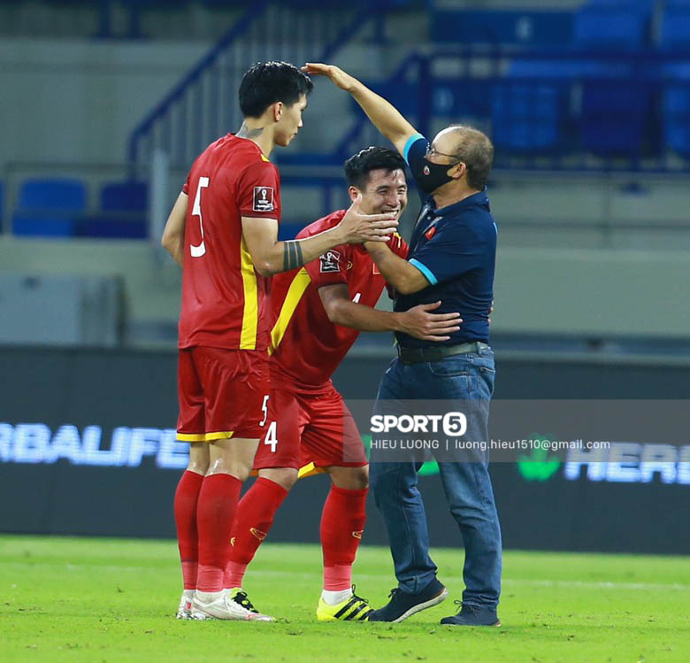 Chùm ảnh tuyển Việt Nam hân hoan với niềm vui chiến thắng Malaysia - ảnh 16