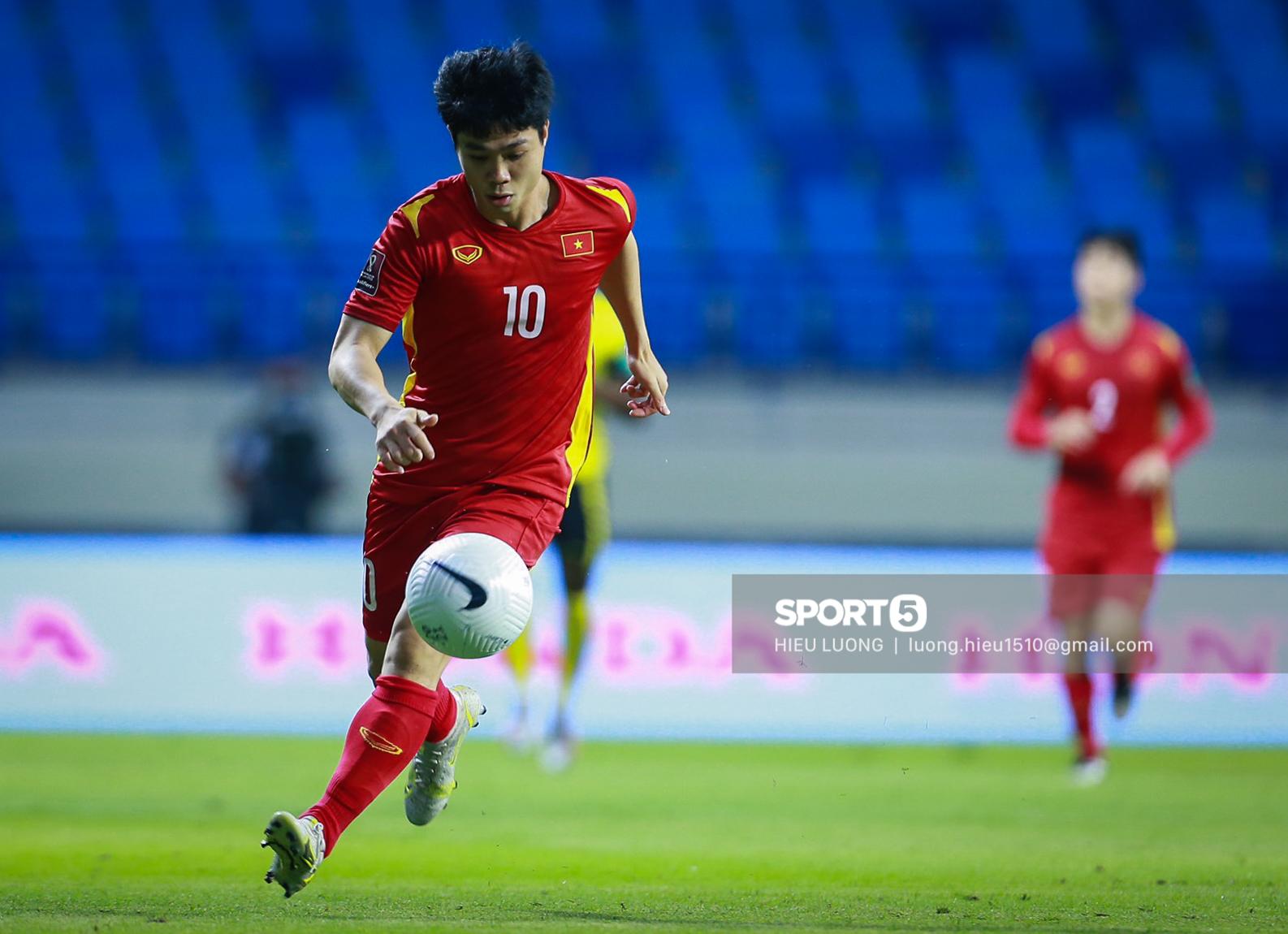 Chùm ảnh tuyển Việt Nam hân hoan với niềm vui chiến thắng Malaysia - ảnh 6