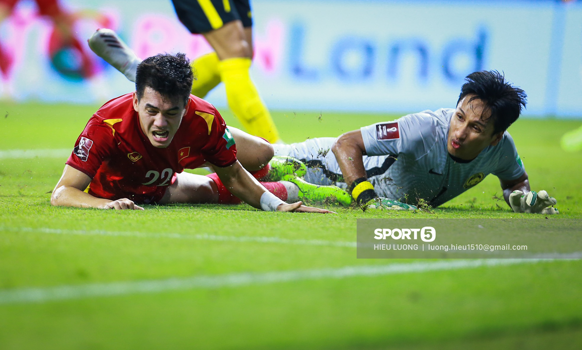 Chùm ảnh tuyển Việt Nam hân hoan với niềm vui chiến thắng Malaysia - ảnh 13