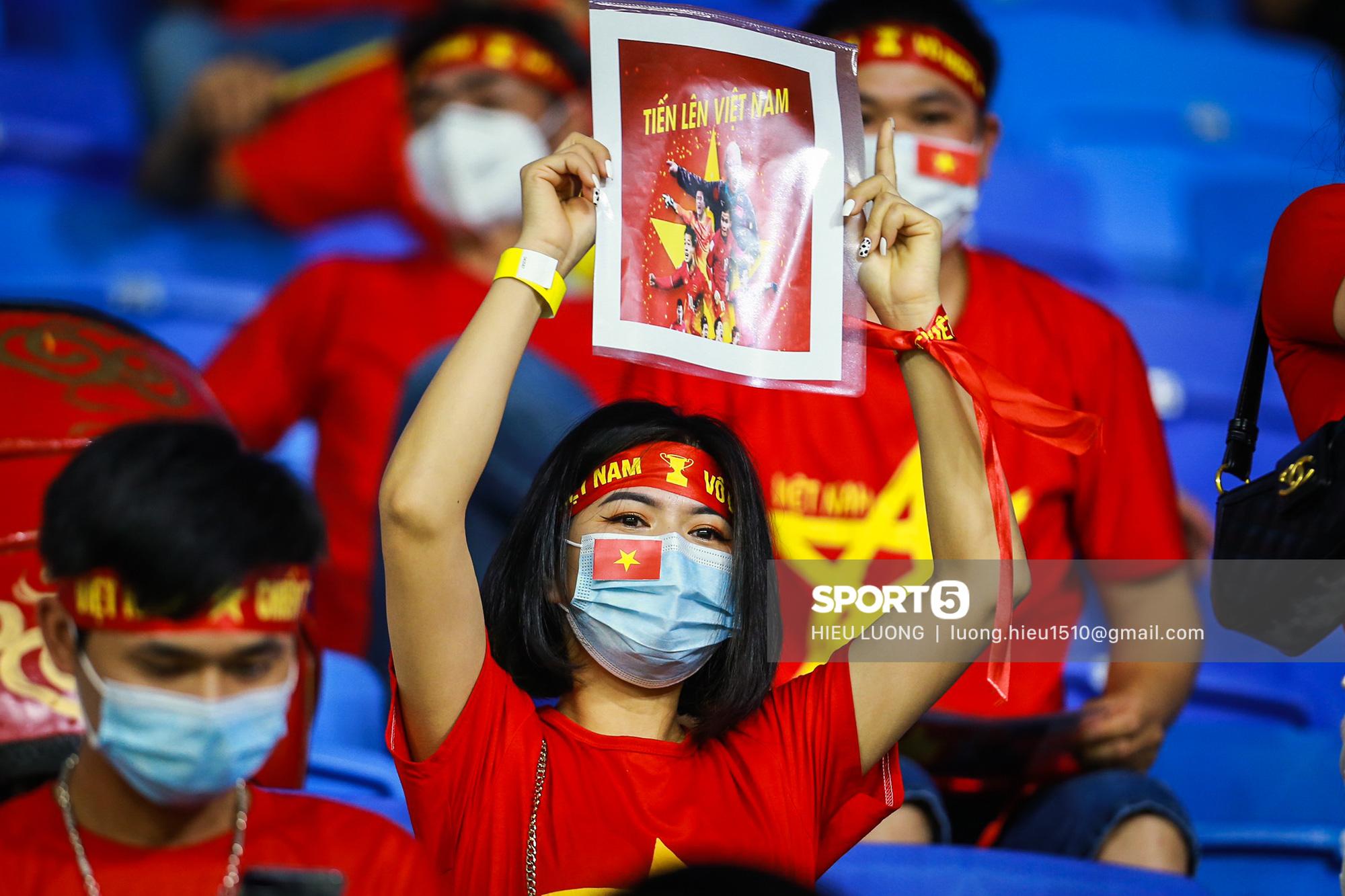 Chùm ảnh tuyển Việt Nam hân hoan với niềm vui chiến thắng Malaysia - ảnh 3
