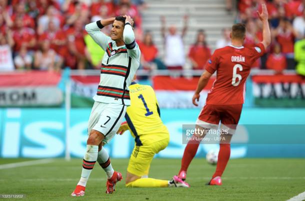 Ronaldo lập cú đúp, Bồ Đào Nha đại thắng trong trận đầu tiên tại Euro - Ảnh 2.