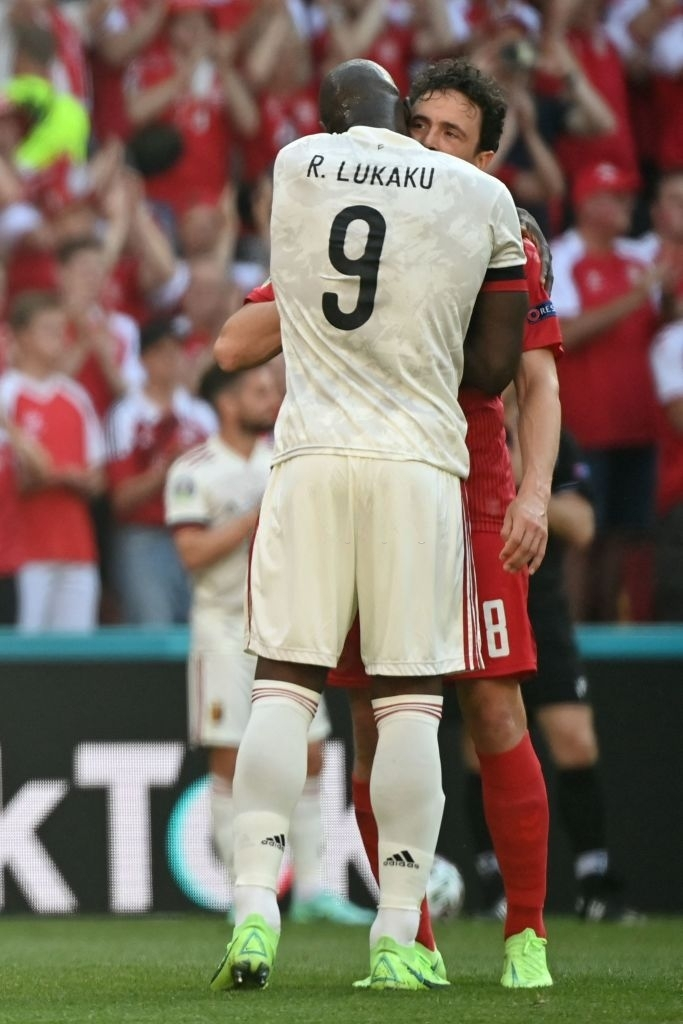 Giữ đúng lời hứa, tuyển Bỉ và Đan Mạch dừng bóng phút thứ 10 để tri ân Eriksen - Ảnh 5.