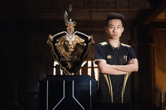 """Yiwei – """"chiếc lò xo bị nén"""" hay chỉ là """"ngựa non háu đá"""" - Ảnh 2."""