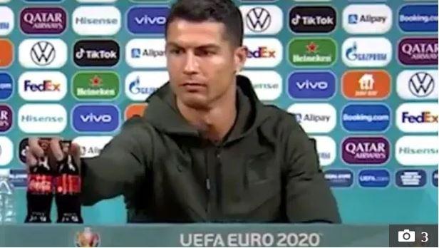 Tuyển thủ Anh đưa lên miệng uống ừng ực một lon nước cực dị trước thềm trận đấu tại Euro, tìm hiểu kỹ mới biết lý do đằng sau - Ảnh 4.