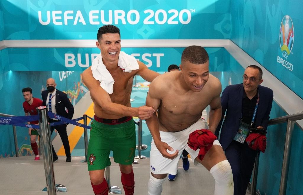 Mbappe và Ronaldo có hành động thân mật sau trận khiến fan bóng đá ngỡ ngàng - Ảnh 5.