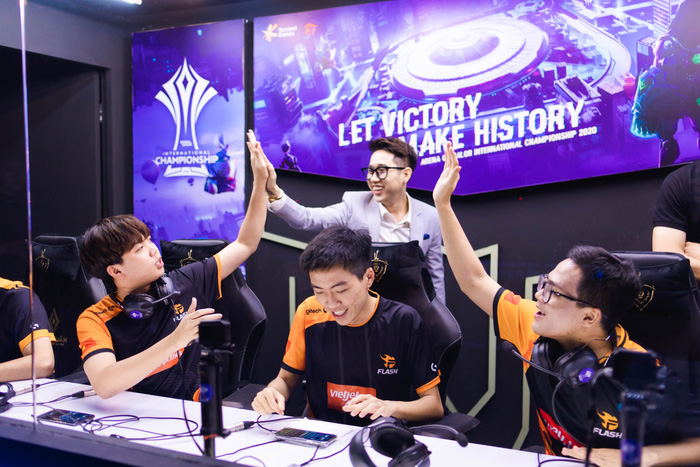 Team Flash thi đấu xuất sắc tại vòng bảng AIC 2020