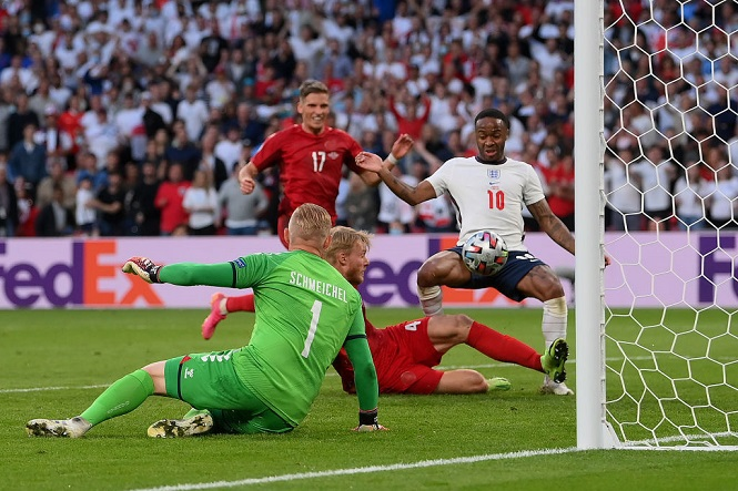 """Nhìn lại 11 tình huống """"đốt lưới nhà"""" của các cầu thủ tại Euro 2020 - Ảnh 11."""