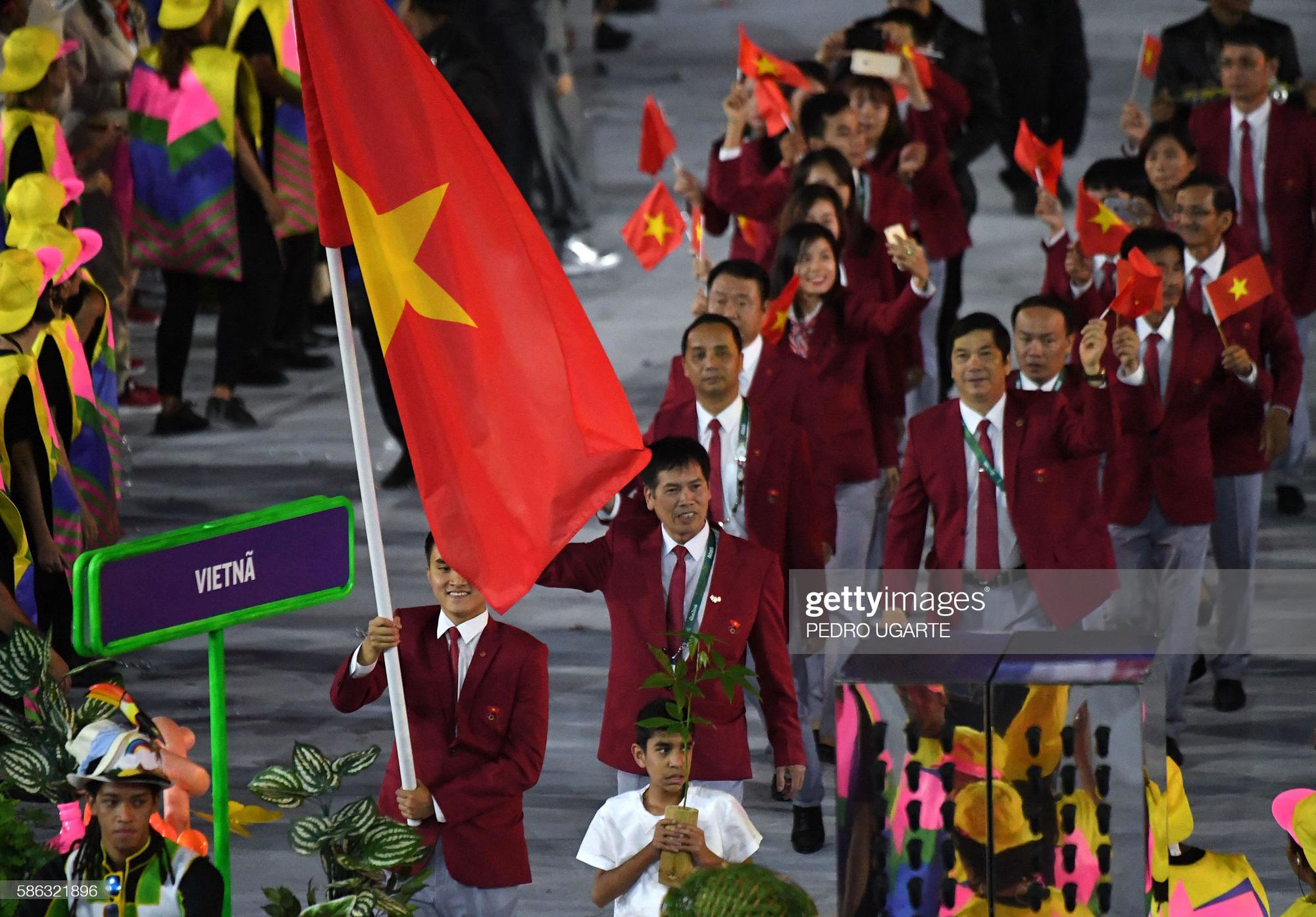Hai vận động viên vinh dự cầm cờ đoàn thể thao Việt Nam tại lễ khai mạc Olympic Tokyo 2020 - Ảnh 2.