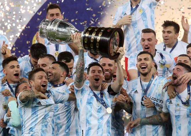 5 ngôi sao bị Messi làm lu mờ trong màu áo Barcelona - Ảnh 1.