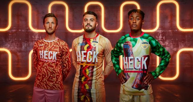 Chiêm ngưỡng đội bóng sở hữu nhiều trang phục độc, lạ nhất thế giới  - Ảnh 3.
