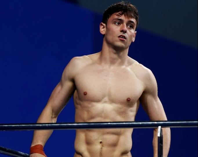 Nam thần khiến các fan ối giời ơi khi cởi áo tập luyện tại Olympic: Cơ bụng đỉnh cao chẳng kém gì Ronaldo - ảnh 2