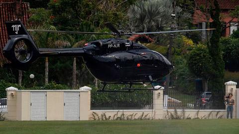 Neymar khoe chiếc trực thăng Mercedes được cá nhân hoá có giá lên đến hơn 10 triệu bảng. - Ảnh 4.