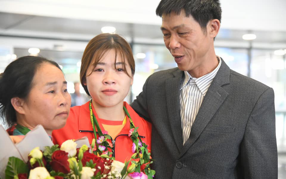 """""""Đô cử"""" Hoàng Thị Duyên nhận lời động viên cảm động của bố mẹ trước ngày tranh tài tại Olympic Tokyo 2020"""