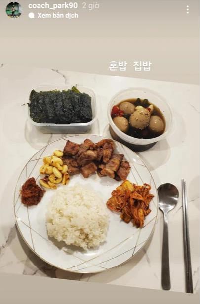 Hội cầu thủ thi nhau khoe đồ ăn mùa dịch: Đức Chinh qua bữa bằng mỳ tôm, Thành Chung ấm no nhờ bạn gái - Ảnh 4.