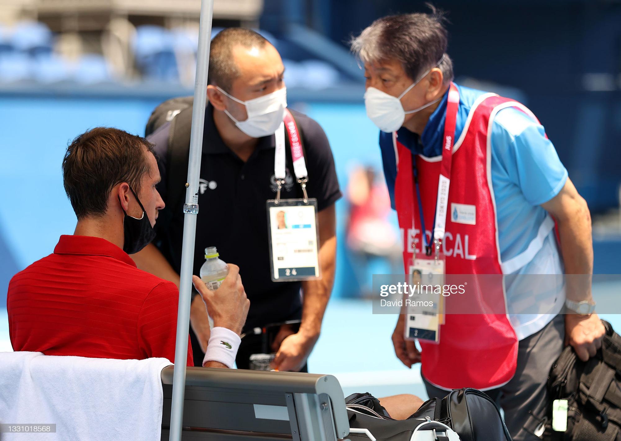 VĐV tennis Olympic Tokyo 2020: Sợ chết, rời sân bằng xe lăn, tự ví mình với zombie - ảnh 5