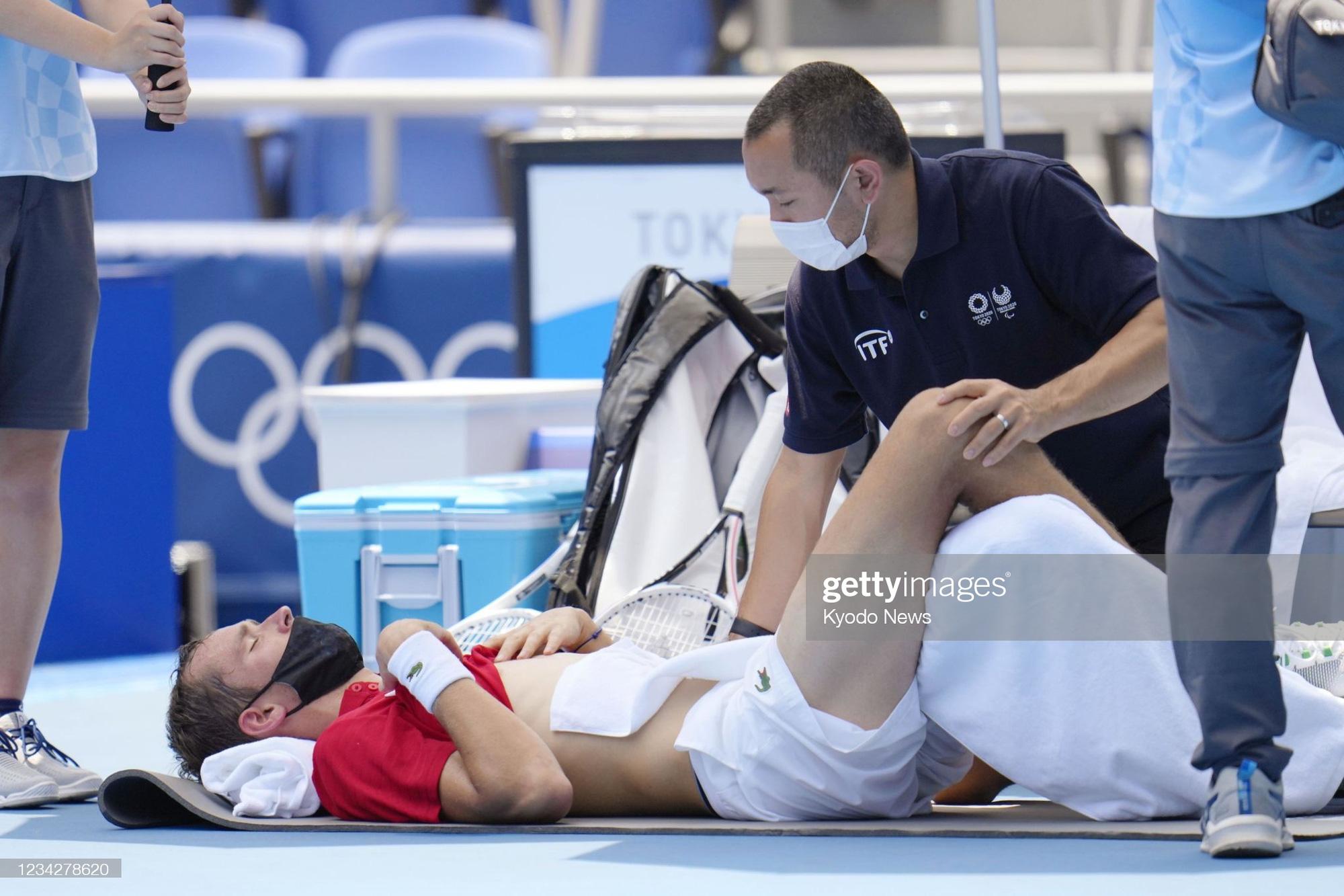 VĐV tennis Olympic Tokyo 2020: Sợ chết, rời sân bằng xe lăn, tự ví mình với zombie - ảnh 6