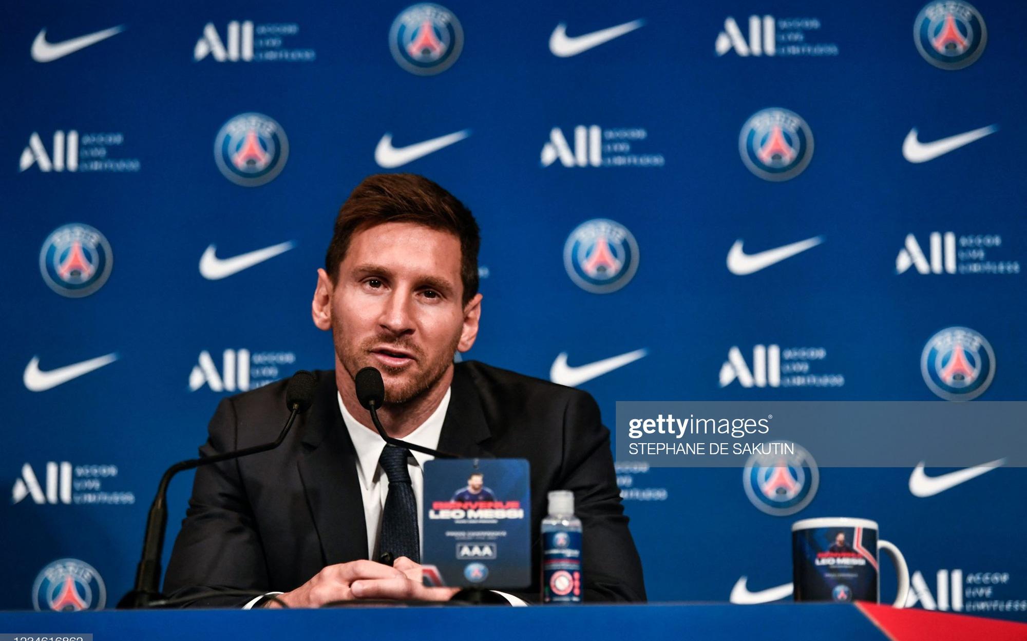 """Messi họp báo ra mắt Paris Saint-Germain: """"Tôi đến đây để giành mọi danh hiệu"""""""
