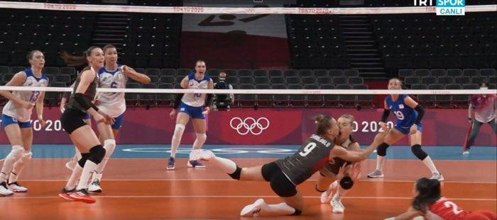 Nữ VĐV Olympic như ăn trầu khi mừng chiến thắng, nguyên nhân đằng sau khiến người xem bủn rủn chân tay - Ảnh 3.