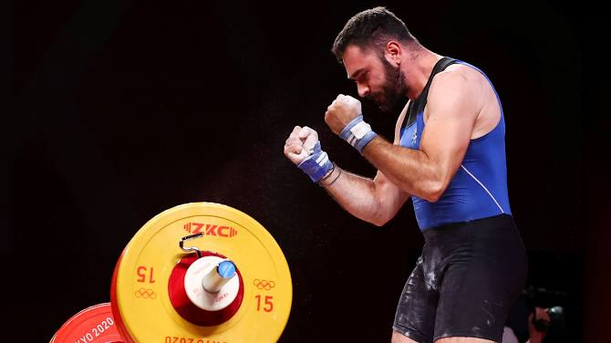 Vừa thi xong tại Olympic, lực sĩ bật khóc nức nở và tuyên bố giải nghệ, các fan không khỏi xót xa khi nghe lý do - Ảnh 3.