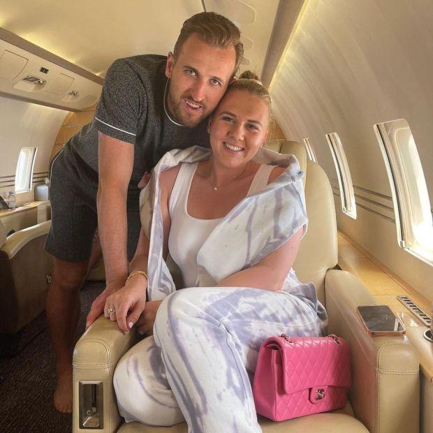 """Phớt lờ Tottenham, Harry Kane đưa vợ """"đi trốn"""" dài ngày ở Caribe - Ảnh 1."""