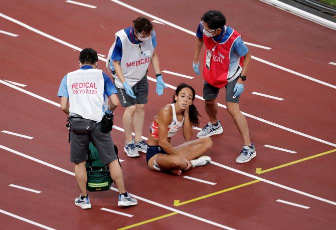 Xúc động khoảnh khắc nữ VĐV nén đau hoàn tất phần thi tại Olympic - Ảnh 3.