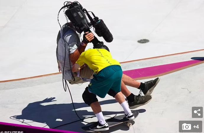 VĐV trượt ván khiến người quay phim ngã ngửa tại Olympic - Ảnh 2.