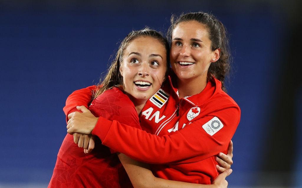 Ảnh: Cảm xúc đối lập sau trận chung kết bóng đá Olympic của các nữ chiến binh Canada và Thụy Điển