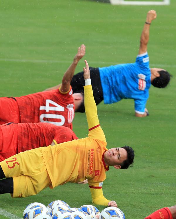 Công Phượng cực vui trong buổi tập đầu tiên cùng tuyển Việt Nam ở vòng loại 3 World Cup 2022 - Ảnh 5.