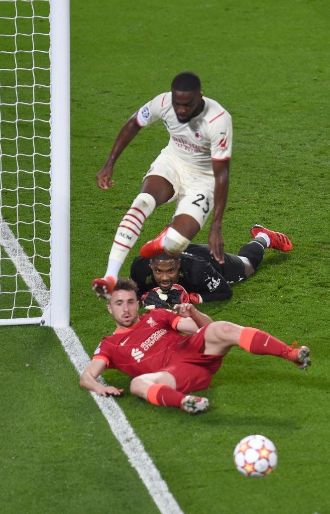 Salah đá hỏng phạt đền và 3 phút vô cùng điên rồ khiến Liverpool suýt mất điểm trước Milan - ảnh 8