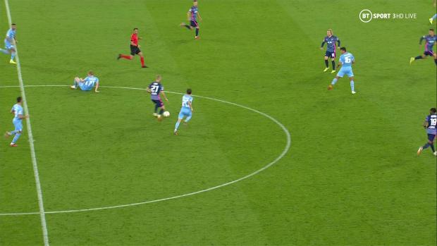 De Bruyne nổi giận vì trọng tài cản anh khiến Man City thủng lưới - Ảnh 2.