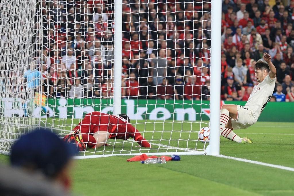 Salah đá hỏng phạt đền và 3 phút vô cùng điên rồ khiến Liverpool suýt mất điểm trước Milan - ảnh 11