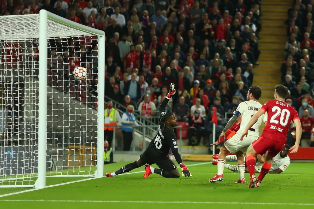 Salah đá hỏng phạt đền và 3 phút vô cùng điên rồ khiến Liverpool suýt mất điểm trước Milan - ảnh 5