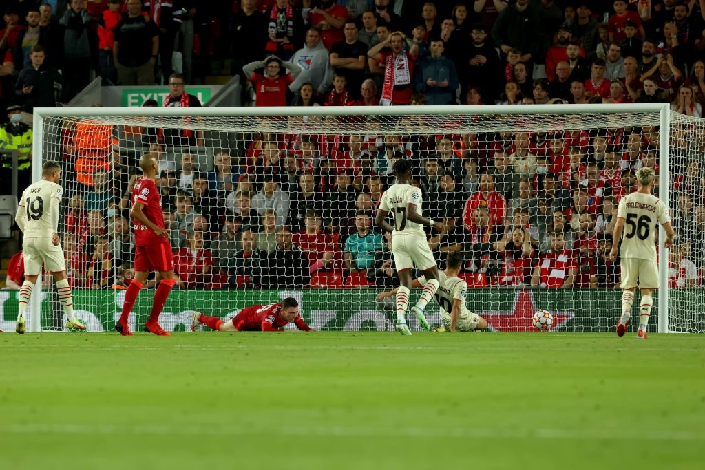 Salah đá hỏng phạt đền và 3 phút vô cùng điên rồ khiến Liverpool suýt mất điểm trước Milan - ảnh 10