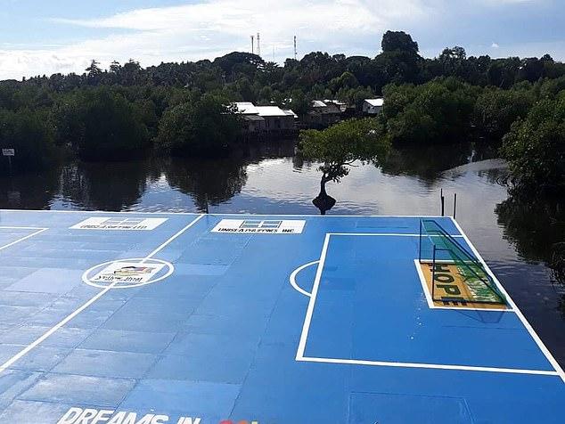 Sân bóng đặc biệt tại Maluso, Philippines