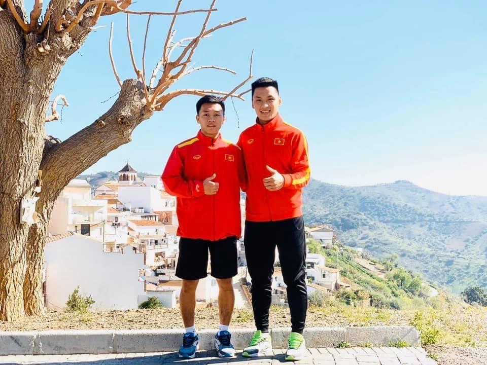 Ngắm loạt ảnh thời học sinh cắp sách đến trường của 2 người hùng futsal Việt Nam - Ảnh 4.