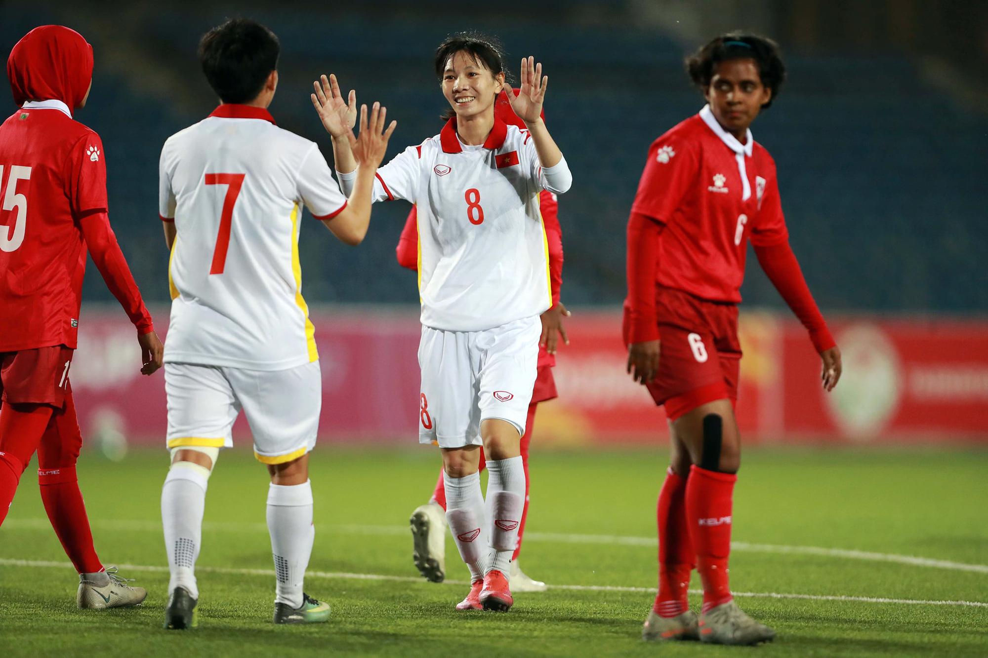 Những khoảnh khắc ấn tượng trong chiến thắng 16-0 của tuyển nữ Việt Nam - Ảnh 3.