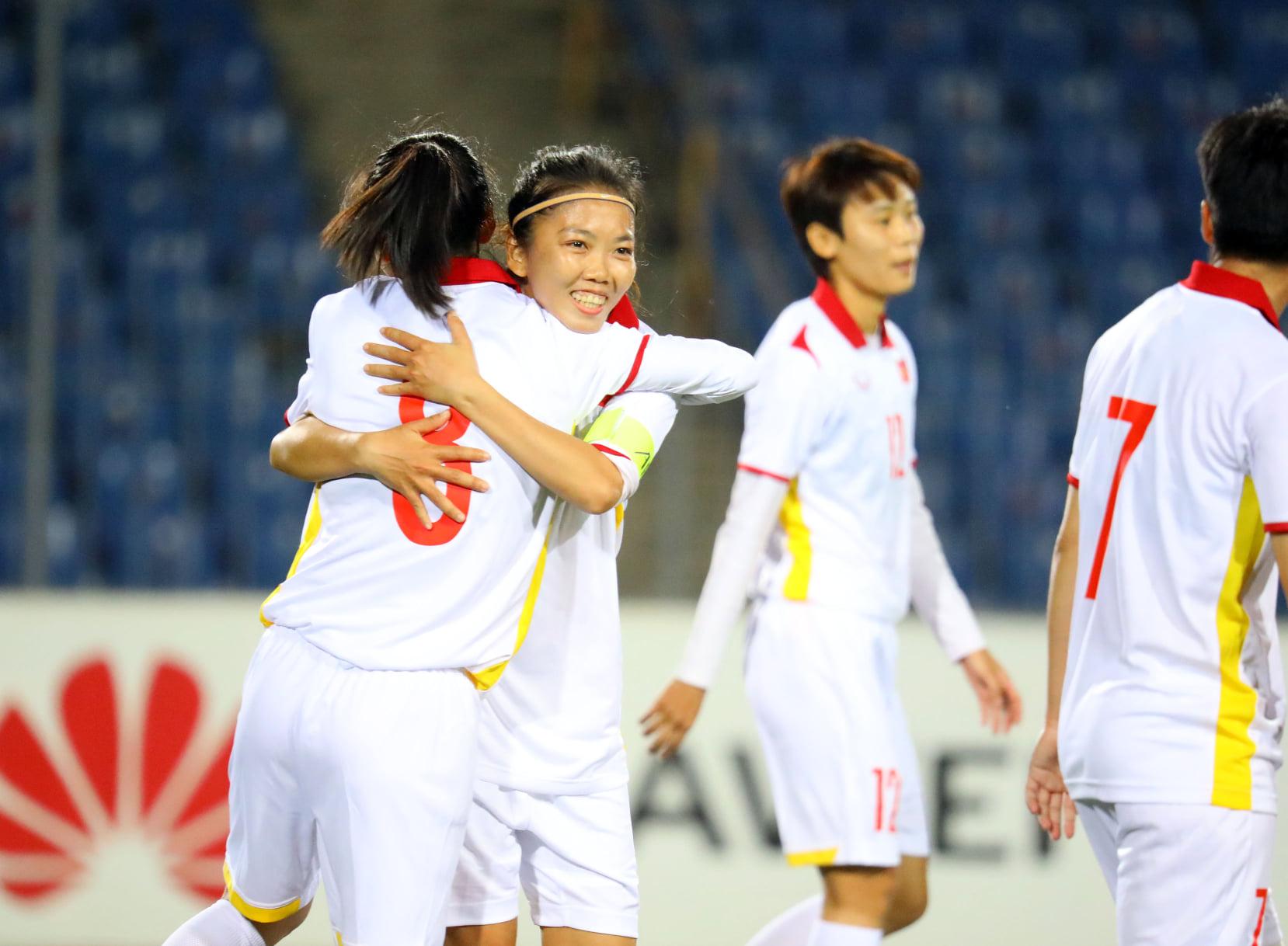 Những khoảnh khắc ấn tượng trong chiến thắng 16-0 của tuyển nữ Việt Nam - Ảnh 1.