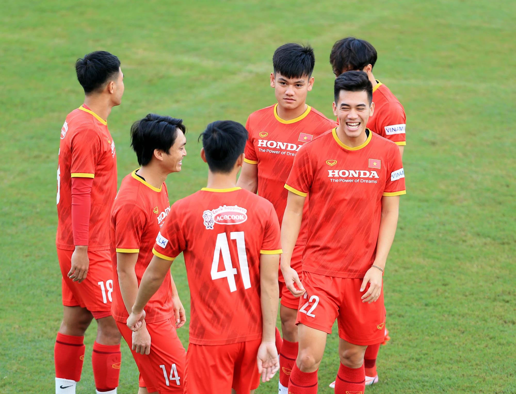Tuấn Anh và đồng đội hào hứng khi trở thành thủ môn bất đắc dĩ cho tuyển Việt Nam - ảnh 2