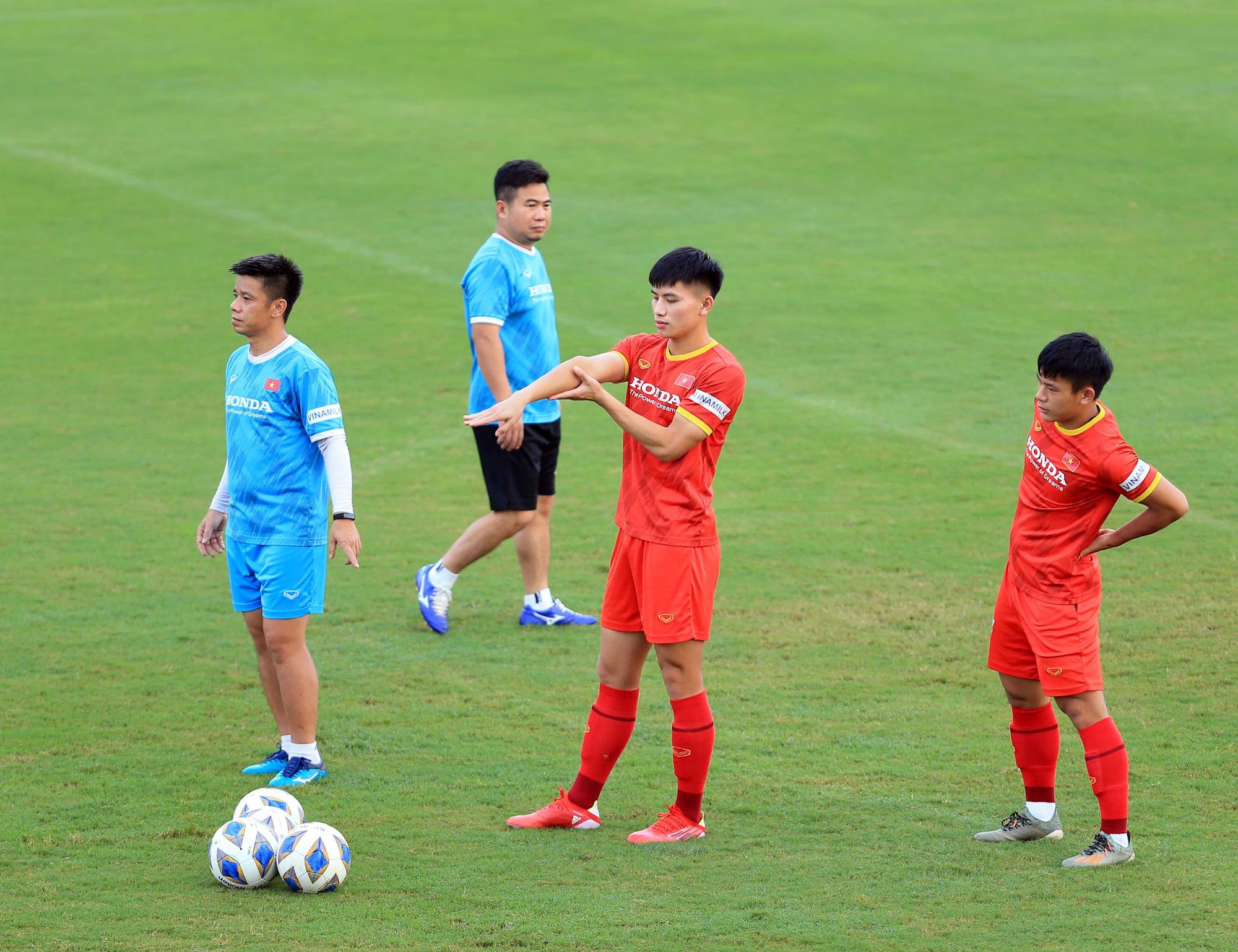 Tuấn Anh và đồng đội hào hứng khi trở thành thủ môn bất đắc dĩ cho tuyển Việt Nam - ảnh 3