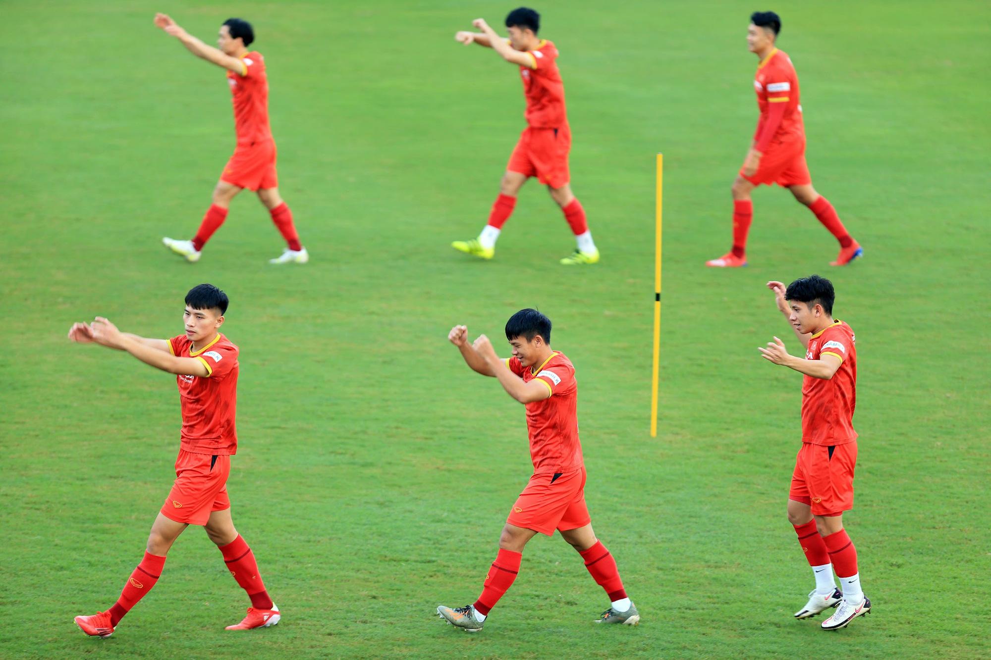 Tuấn Anh và đồng đội hào hứng khi trở thành thủ môn bất đắc dĩ cho tuyển Việt Nam - ảnh 10