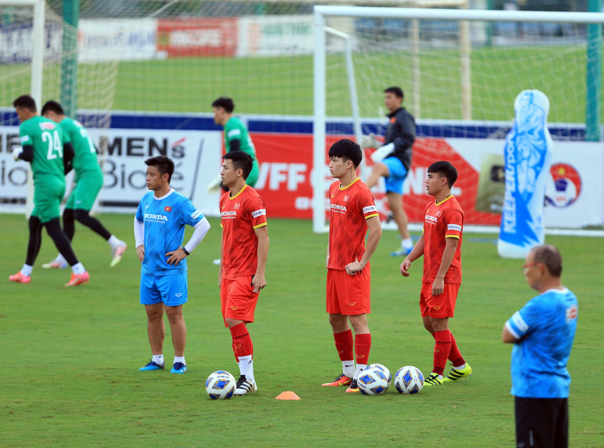 Tuấn Anh và đồng đội hào hứng khi trở thành thủ môn bất đắc dĩ cho tuyển Việt Nam - ảnh 21
