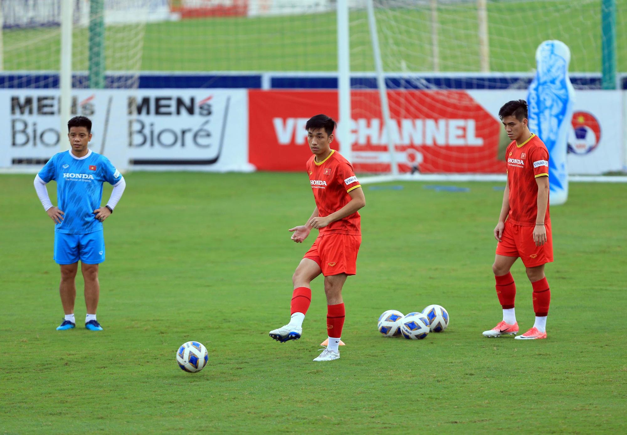 Tuấn Anh và đồng đội hào hứng khi trở thành thủ môn bất đắc dĩ cho tuyển Việt Nam - ảnh 18