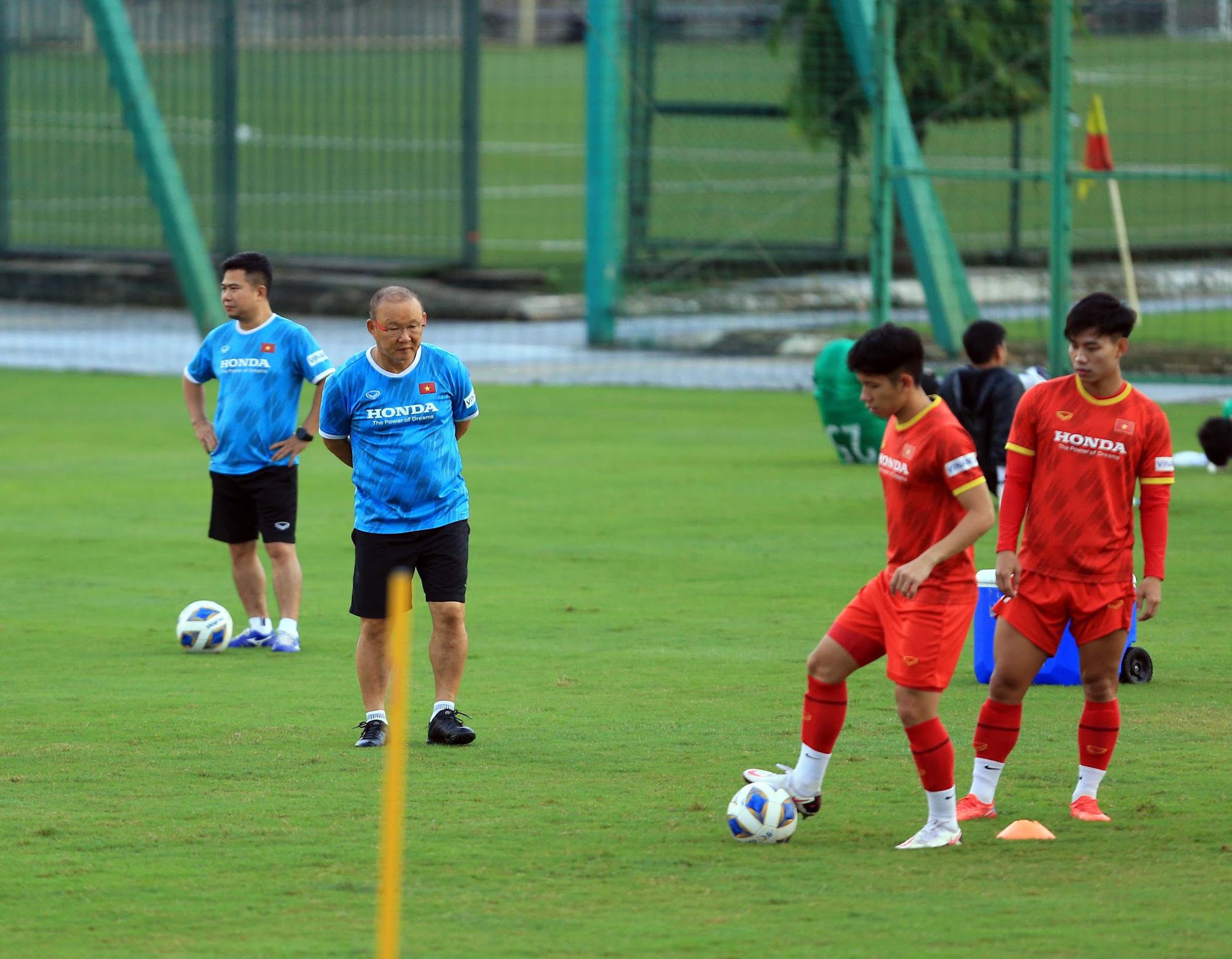 Tuấn Anh và đồng đội hào hứng khi trở thành thủ môn bất đắc dĩ cho tuyển Việt Nam - ảnh 20