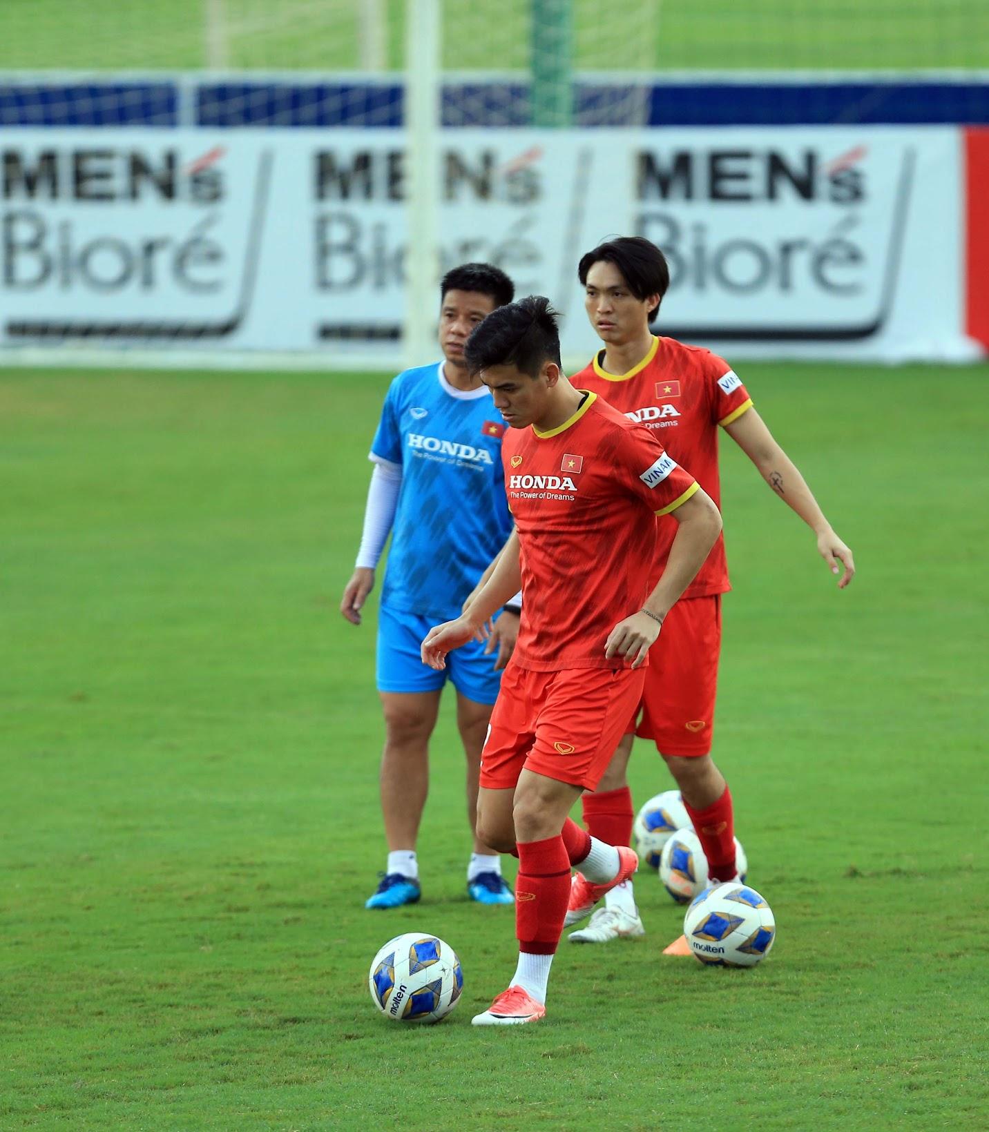 Tuấn Anh và đồng đội hào hứng khi trở thành thủ môn bất đắc dĩ cho tuyển Việt Nam - ảnh 16