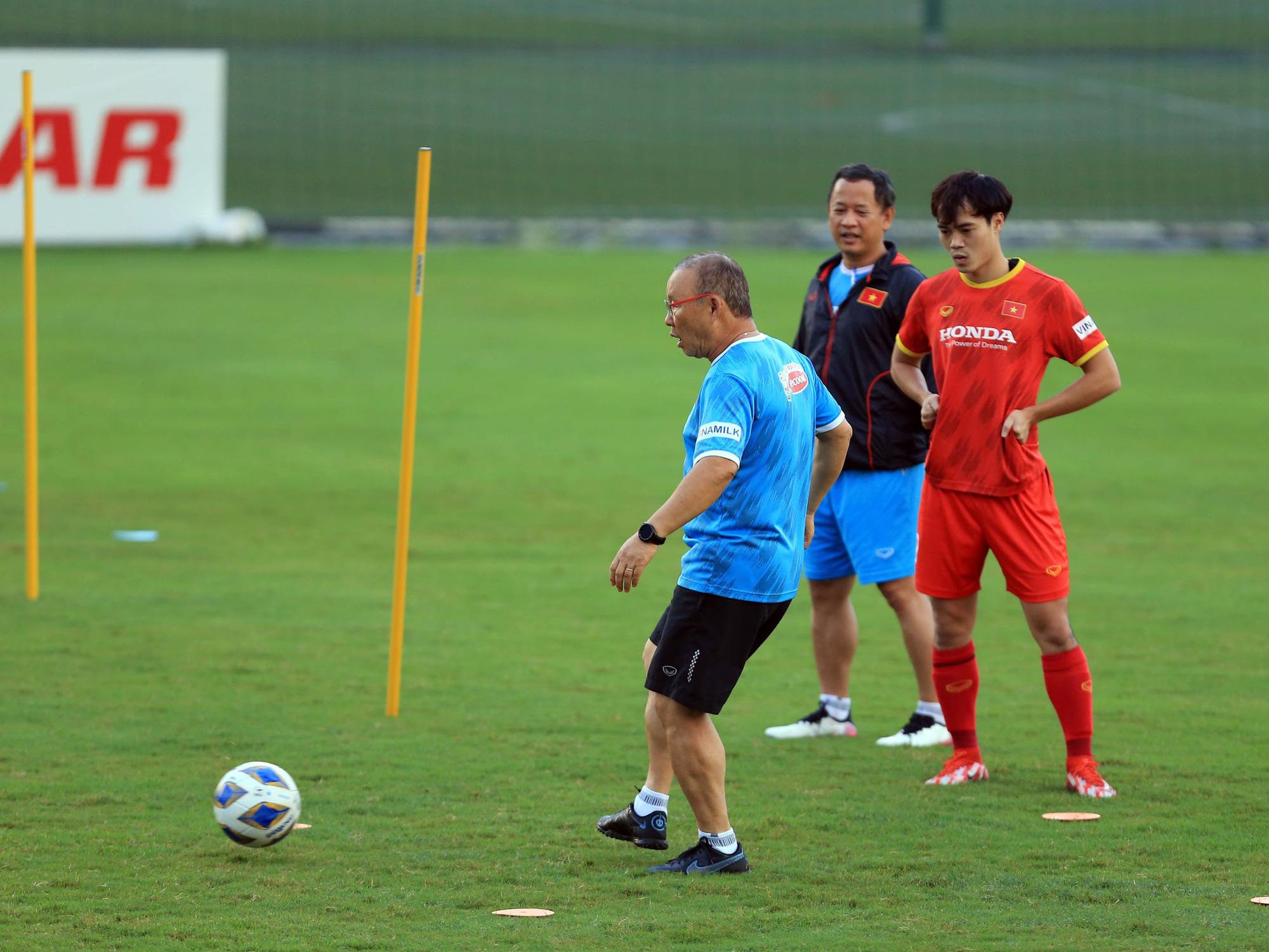 Tuấn Anh và đồng đội hào hứng khi trở thành thủ môn bất đắc dĩ cho tuyển Việt Nam - ảnh 23